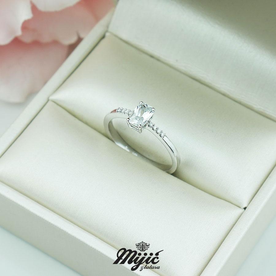Prsten sa safirom i dijamantima