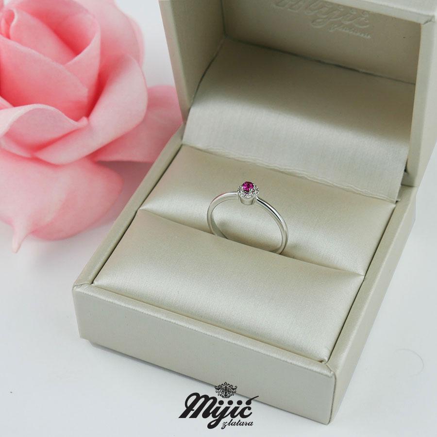 Dijamantski prsten sa rubinom
