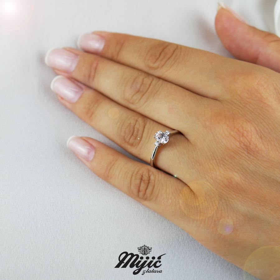 Dijamantski prsten sa morganitom