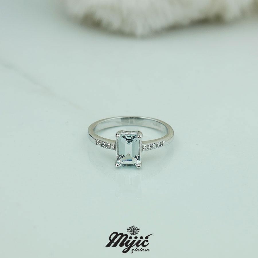 Prsten sa topazom i dijamantima