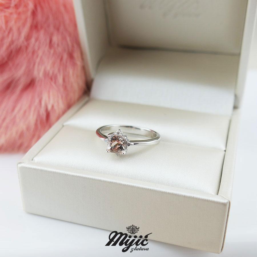 Prsten sa morganitom i dijamantima